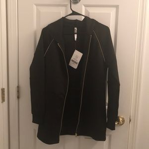 Fabletics NWT M black and gold zip up